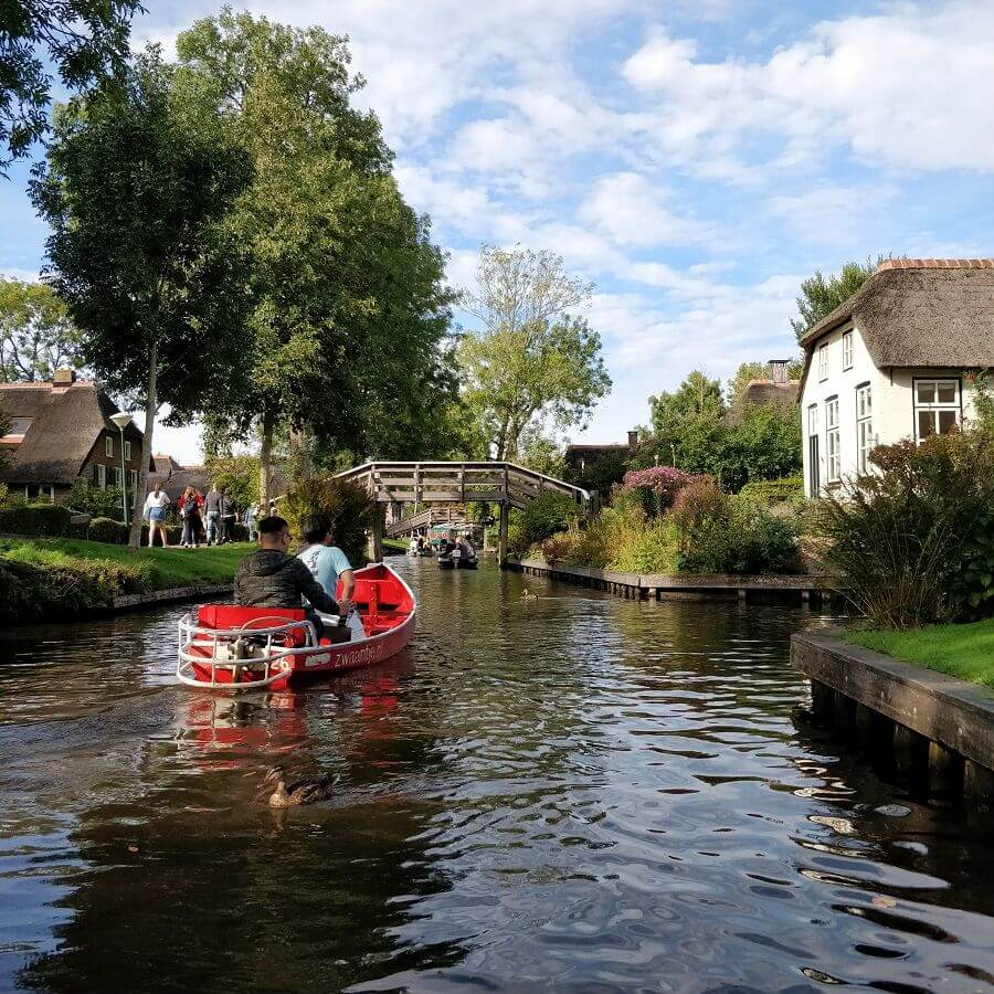 Giethoorn electrical rental boat