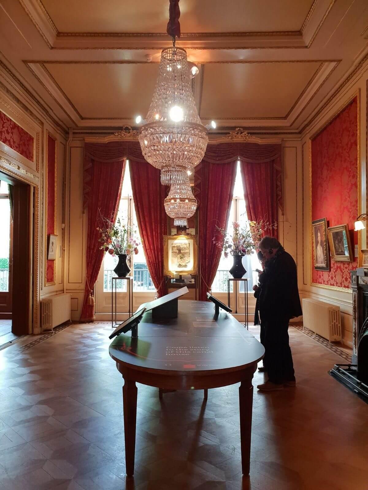 A vintage room in Museum Het Grachtenhuis