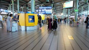 Amsterdam Schiphol Airport Train Station - How to get from Amsterdam Schiphol to Amsterdam Central Station