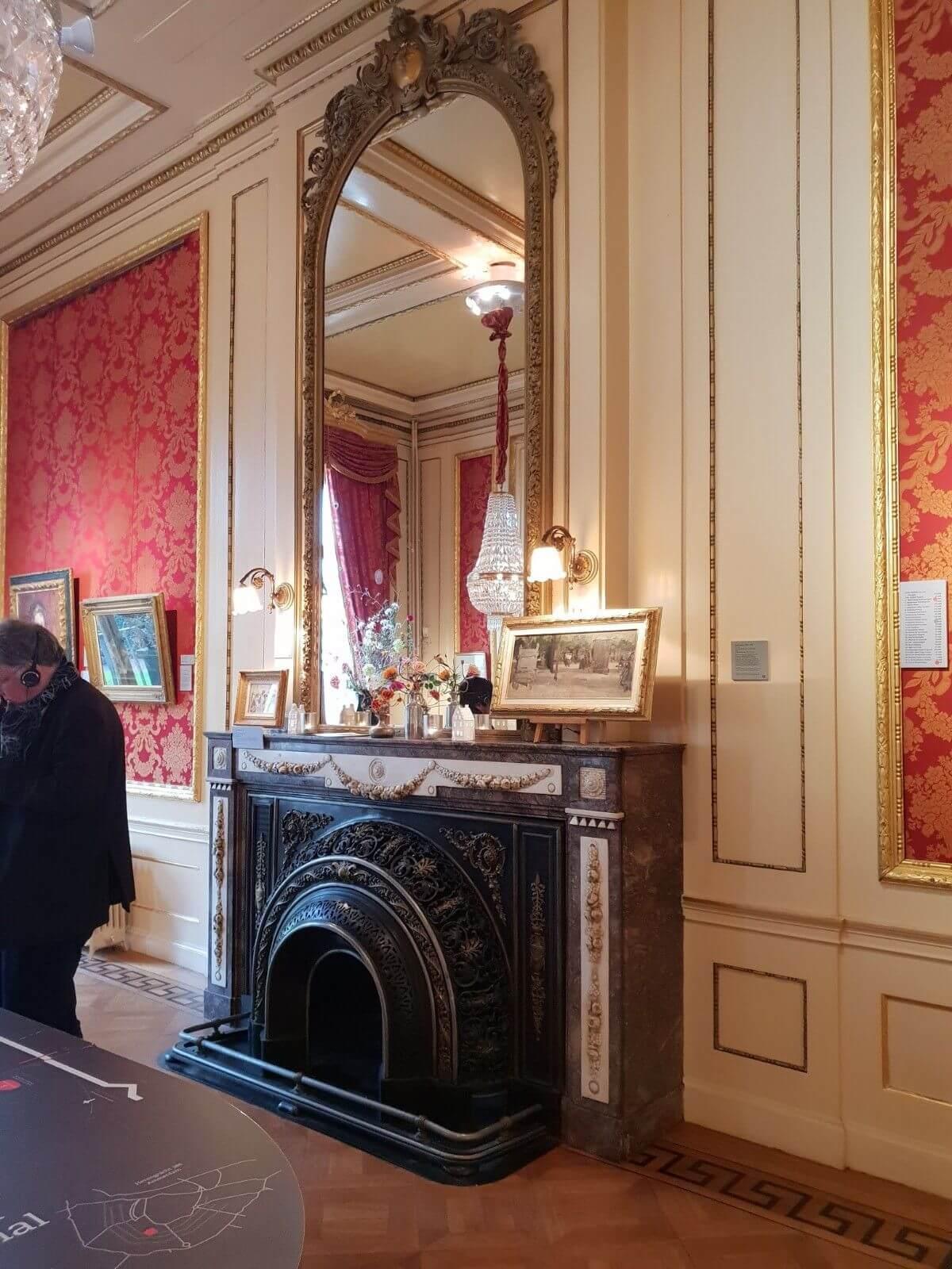 Vintage fireplace in Museum Het Grachtenhuis