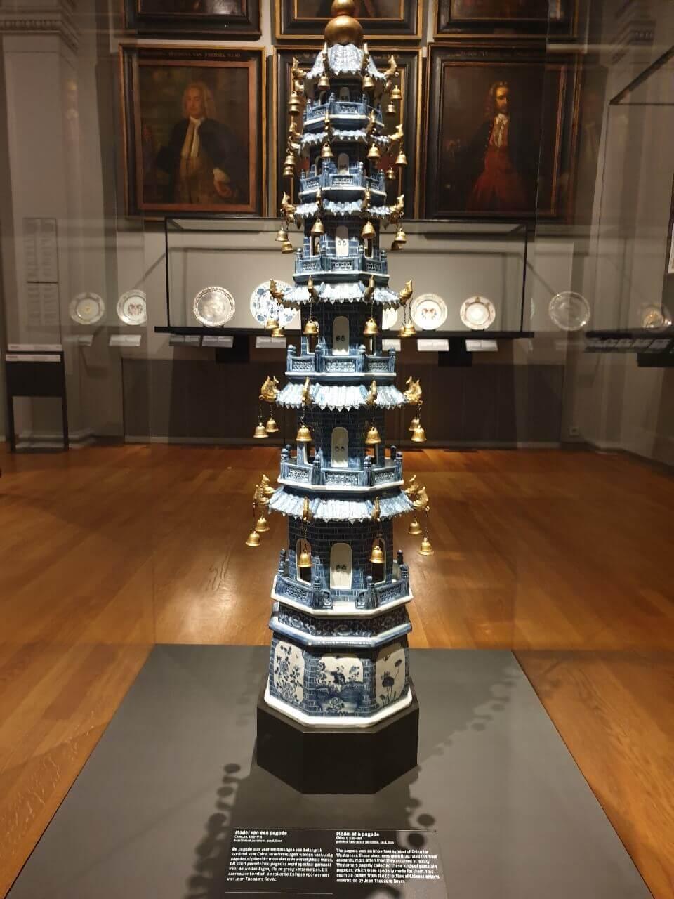 Model van een Pagode in het Rijksmuseum in Amsterdam.