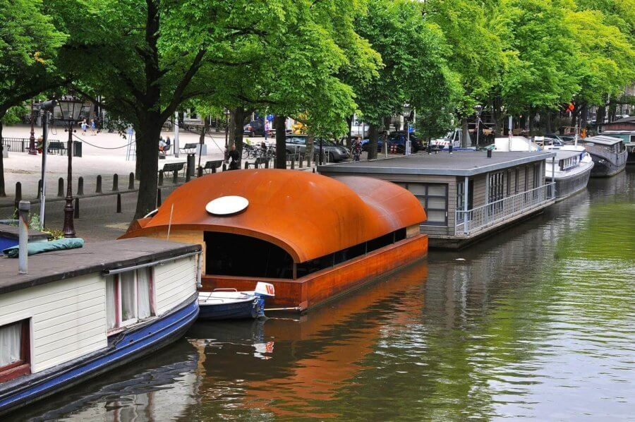 A houseboat on the Amsterdam Singel