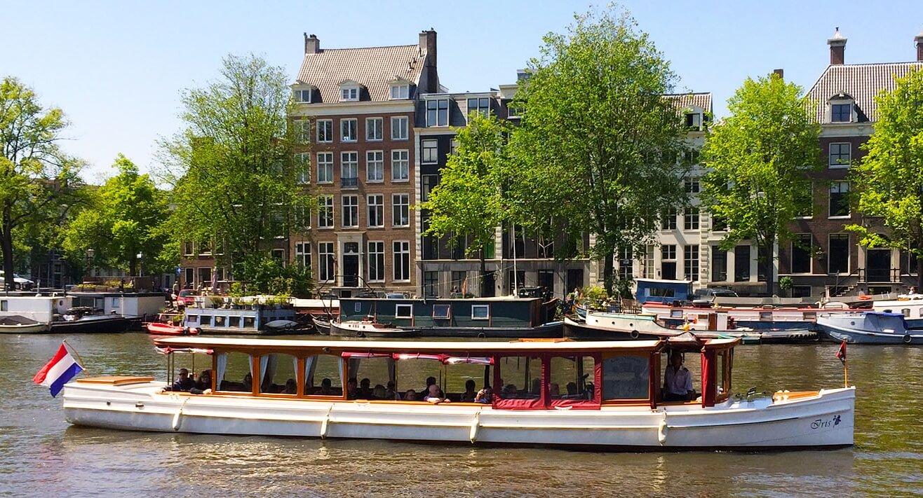 Saloon boat Iris - Amsterdamboatcenter cruise
